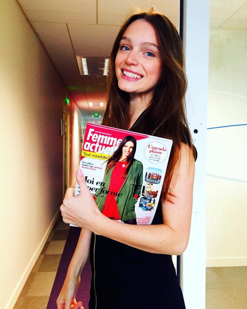 Katya Pushkina holding a femme actuelle magazine