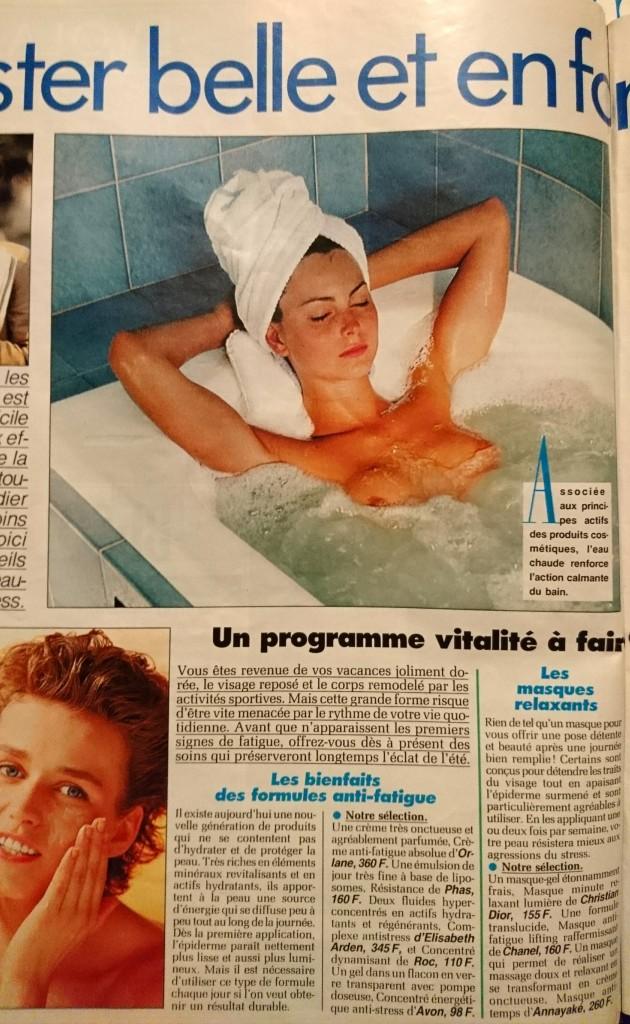 Une femme nue dans une baignoire à remous dans Femme Actuelle